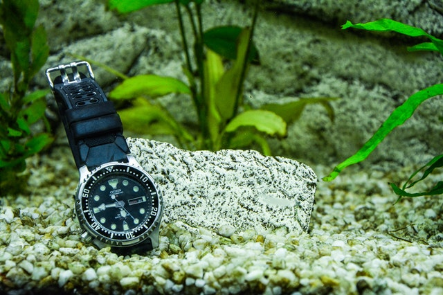 what 5atm water resistant in a watch means